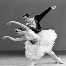 001 Marilyn Rowe and Kelvin Coe in Swan Lake 1983_730
