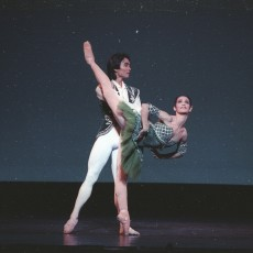 Li Cunxin and Mary McKendry in Esmerela Pas de deux, 1990. Photo Don McMurdo. Courtesy National Library of Australia