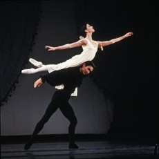 Vicki Attard and Li Cunxin in Onegin, 1996. Photo Jim McFarlane