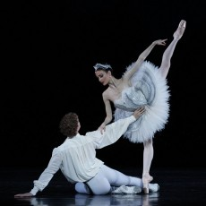 Adam Bull and Amber Scott in Stephen Baynes&#039; Swan Lake. Photo Jeff Busby